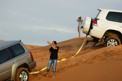 Safari del jeep en las dunas de arena en Dubai Imagen de archivo libre de regalías