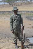 Safari Guard Tanzania Tom Wurl Royaltyfri Foto