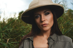 Safari kobieta w bagnie Zdjęcie Royalty Free