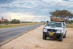 Safaribil på Namibia Fotografering för Bildbyråer