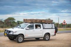 Safaribil på Namibia Arkivbild