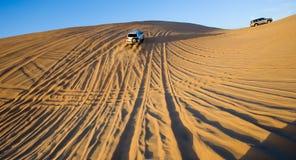 Safarireis door woestijn stock afbeelding