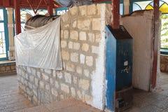 SAFED, ИЗРАИЛЬ - 24-ое июня 2015: Усыпальница равина Nachum Ish Gamzu в Safed, Израиле Святыня священная к еврейскому peopl Стоковое Фото