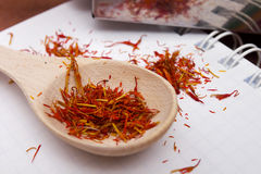 Saffron in spoon Royalty Free Stock Photos