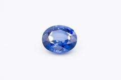 Safira no fundo branco, gemas azuis da safira azul, gema, azul Fotografia de Stock