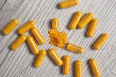 Safran des Indes dans les pilules Photo stock