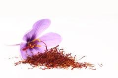 Safrangewürz und Safranblumen stockfoto