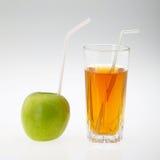 Saft und Apfel Lizenzfreie Stockfotografie