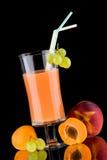 Saft und frische Früchte - organisch, Gesundheitsgetränk-SE Lizenzfreies Stockbild
