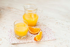 Saft und Orangen Lizenzfreies Stockbild