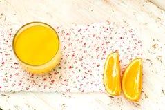 Saft und Orangen Lizenzfreies Stockfoto