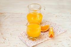 Saft und Orangen Stockfoto