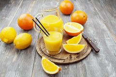Saft und Orangen Stockfotografie