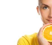 saftig orange för flicka royaltyfria foton