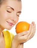 saftig orange för flicka royaltyfri fotografi