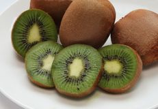 Saftig vitamin-rik kiwi Royaltyfria Foton