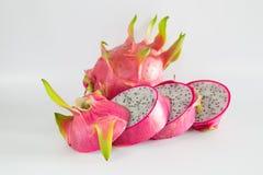 Saftiga Dragon Fruit på vit bakgrund Royaltyfri Bild