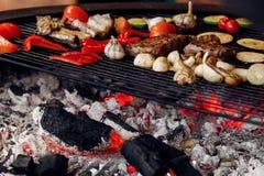 Saftiga grönsaker och grilla för kött pe för havre för champinjoner för nötköttbiff Royaltyfri Foto