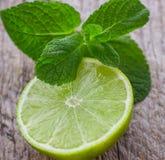 Saftiga mogna limefrukter Arkivfoto