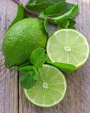 Saftiga mogna limefrukter Arkivbild