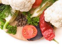 Saftiga och nya snittgrönsaker Arkivfoton