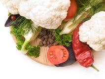 Saftiga och nya snittgrönsaker Arkivfoto