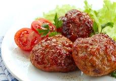 Saftiga stekte köttkotletter Arkivbild