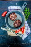 Saftiga stekte köttkotletter Arkivfoton