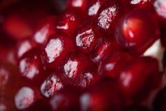 Saftige Granatapfelsamen auf Makrophotographie Lizenzfreie Stockbilder