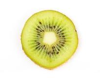 Saftige Kiwifruchtscheibe auf Weiß Lizenzfreie Stockbilder
