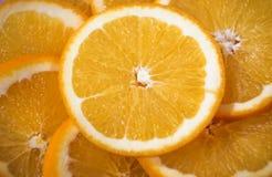 Saftige schneidene Orangen stockfotos