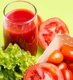 Saftige Tomaten-Juice Indicates Refreshment Thirsty And-Erfrischungen lizenzfreie stockfotografie