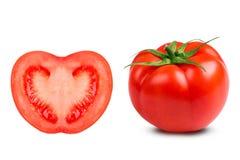 Saftige Tomatennahaufnahme auf einem weißen Hintergrund stockfotografie