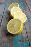 Saftige Zitronehälften Lizenzfreie Stockfotos