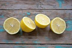 Saftige Zitronehälften Stockfoto