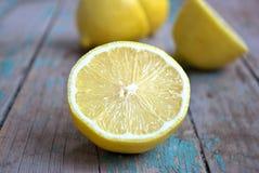Saftige Zitronehälften Stockfotografie