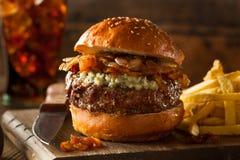 Saftiger Blauschimmelkäse-Hamburger Stockbild