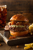 Saftiger Blauschimmelkäse-Hamburger Lizenzfreies Stockfoto