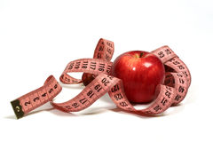 Saftiger, roter Apfel und Zentimeter. Stockfotografie