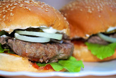Saftiger selbst gemachter Burger Stockbild
