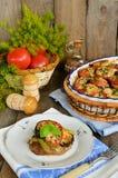Saftiges Rindfleischmedaillon gebraten mit Gemüse Stockfotografie