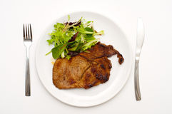 Saftiges Steak und Salat Stockbild