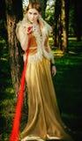 Saga om prinsessa med den dödliga bollen av trådar i trä Arkivfoto