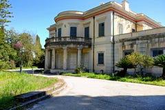 A sagacidade do palácio do Repos de segunda-feira seu parque na cidade de Corfu, Grécia imagem de stock royalty free