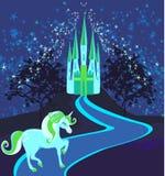 Sagalandskap med den magiska slotten och enhörningen Royaltyfri Bild