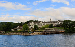 Sagamore Hotel op Meer George NY in de zomer Royalty-vrije Stock Foto's