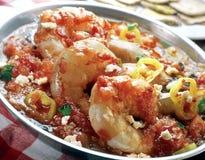 Saganaki del gambero con la salsa di pomodori. fotografie stock libere da diritti