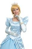 Sagaprinsessa Stående av den lyckliga kvinnan i krona arkivfoton
