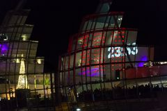 Sage Gateshead-concertzaal op Nieuwjaar` s Vooravond die wordt verlicht Royalty-vrije Stock Foto