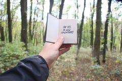Sagen Sie ja zu den neuen Abenteuern, zum Buch und zum Text Stockbilder